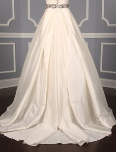 This Lea-Ann Belter Eloise wedding dress is so romantic! Crystal belt-like detail is around the waistline and the back bodice has gorgeous crystal buttons. Now up to 90% Off Retail! #lea-annbelter