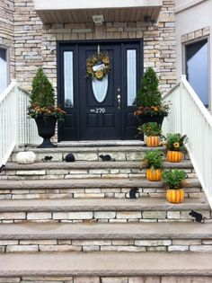 Porch Decorating Ideas ~ Like the stacked stone steps.DIY to redo front steps. Front Porch Steps, Small Front Porches, Front Porch Design, Porch Designs, Front Porch Flowers, Veranda Design, Porch Decorating, Decorating Ideas, Holiday Decorating