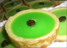 Indonesian Desserts, Indonesian Cuisine, Asian Desserts, Sweet Desserts, Baking Recipes, Cake Recipes, Snack Recipes, Snacks, Magic Custard Cake