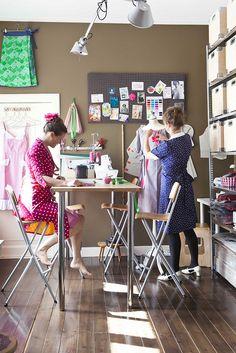 De dames van House of Dots (Mariëlle en Hester) maken prachtige jurkjes met een vintage gevoel. Daarnaast is de website ook super vormgegeven, dus zeker een bezoekje waard!