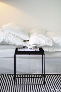 How to make your bed look lik a sofa: http://divaaniblogit.fi/charandthecity/2014/06/10/bedit_zipit_paivapeite/