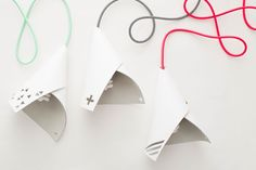 Use this kit to DIY a leather pendant lamp for your room.