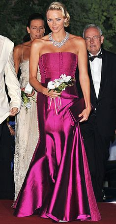 Charlene just stunning at the 2011 Monaco Red Cross Gala. Andrea Casiraghi, Charlotte Casiraghi, Kelly Monaco, Charlene Of Monaco, Grace Kelly, Beatrice Borromeo, Albert Von Monaco, Rosa Pink, Monaco Royal Family