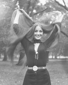 Camille -I thought this was you at a sideways glance at first, and then saw it was Jane Seymour. Jane Seymour, Julia Stone, Stella Tennant, Danny Glover, Look Fashion, Fashion Photo, 70s Fashion, Gq, Steal Her Style