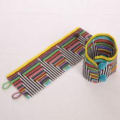 African Rainbow Beaded Cuff Bracelet J'aime l'idée des lignes transversales noires et blanches