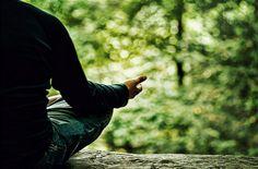 Nawet kilka minut ćwiczeń uważności w ciągu dnia dobrze wpływa na nasze zdrowie, równowagę psychiczną, relacje z innymi, mózg, a nawet seks.