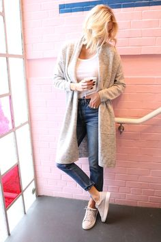 This comfortable winter outfit is the perfect way to transition to spring! Click through for more on this easy cardigan outfit.