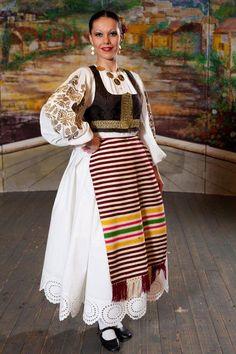 Bačka , Serbia Devojka ne nosi maramu , što znači da je spremna za udaju