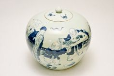 19th C Chinese Ginger Jar with Original Lid Fantastic Condition China Import Porcelain Pottery Covered Storage Container