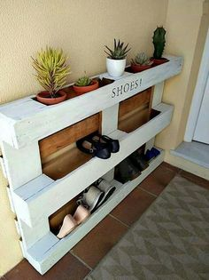 Super cute way of storing shoes using an old pallet