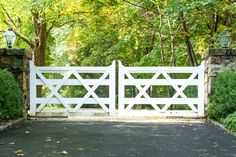 We designed this updated twist on the classic ranch-style driveway gate. Notice how the doubled-up cross beams (x's) and taller height makes this design work for country-style properties and modern homes alike. Driveway Fence, Driveway Entrance, Front Yard Fence, Front Gates, Fence Landscaping, Fence Gate, Entrance Gates, Farm Gate, Farm Fence