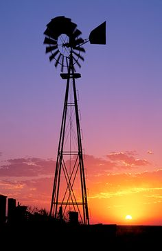 When thinking about alternative energy sources, solar energy is one that most people think of first. Farm Windmill, Windmill Art, Nature Pictures, Beautiful Pictures, Old Windmills, Country Scenes, Back Road, Beautiful Sunrise, Old Barns