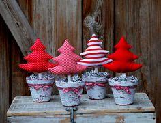 Komplet ozdobnych choinek świątecznych http://bogatewnetrza.pl/pl/p/Choinki%2C-4szt.-Ozdoba-swiateczna/435