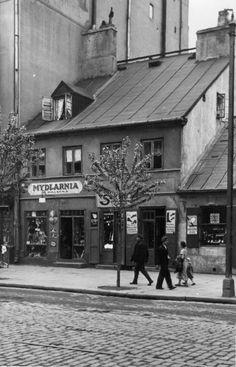 Warszawa - przedwojenna ulica Wolska Warsaw Ghetto, Warsaw Poland, What Is Vintage, Old Street, World Pictures, Historical Images, Krakow, Beautiful Buildings, Vintage Photography