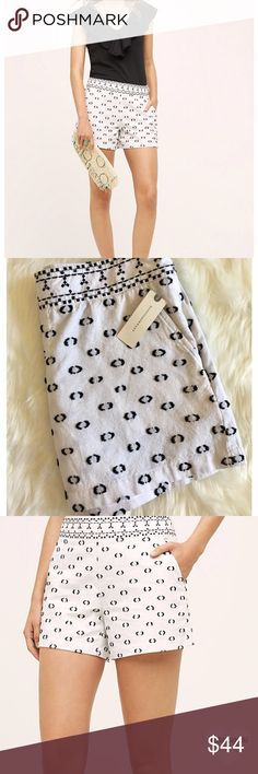 """Anthropologie Black and White Tailored Shorts Sophisticated and stylish! These Anthropologie black and white shorts are comfortable and on trend! Wear all year long! Front slash pockets, back welt pockets. Side zip. 4.5"""" inseam. Brand NEW with tags! Size 8. Thank you for stopping by @stephsgems!   🌟 Brand NEW item!  🚫 No Trades 💖 Packaged with Love! Anthropologie Shorts"""