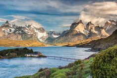 """vacilandoelmundo: """" Torres del Paine National Park, Chile """" *** Wonderful colours … and blue and green side by side Mountain Photography, Landscape Photography, Creative Photography, Parc National Torres Del Paine, Patagonia Mountains, Puerto Natales, Design Spartan, Hostels, Lake Mountain"""