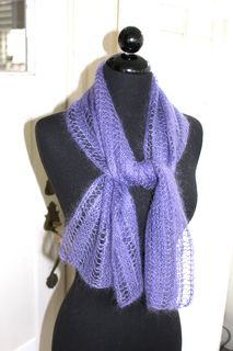 4ed06be11014 Nice scarf project for first time lace knitters. Foulard, Tuto, Tricot,  Patrons