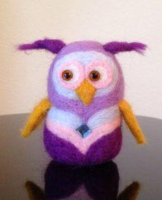Purple owl, needle felting , merino wool, hand made.