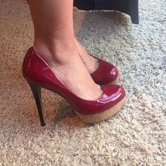 Jessica Simpson  These pairs are my favorite! It has three colors so it can be matched with most of the colors   the outside and heels have no damages and no scratches. The inside has two damages as you see  let me know if you need more pictures Jessica Simpson Shoes Heels