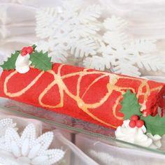 Deze Kerst cake rol is heerlijk als lekkernij tijdens de Kerstdagen en kan ook prima gebruikt worden als dessert! De cake rol maak je van rood gekleurde mix voor biscuit beslag, waarna je deze bakt op een bakplaat en oprolt.