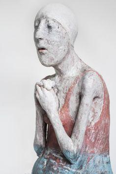 Patricia Broothaers - #contemporarysculpture #claysculpture #figurativesculpture Steel Sculpture, Modern Sculpture, Sculpture Art, Ceramic Sculptures, Ceramic Figures, Ceramic Art, Clay Figures, Figure Painting, Clay Art