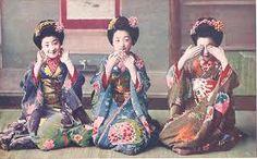 "Three cute maiko in the ""three monkeys"" pose. Momotaro is on the far left. Era Edo, Monkey Pose, Asian Image, Wise Monkeys, Japan Photo, Roaring Twenties, Historical Costume, Japanese Culture, Vintage Japanese"