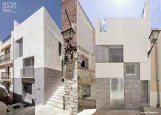 Cerámica vintage en la fachada de la casa El Enroque