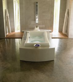 Allusion™ Bath | Jacuzzi Baths