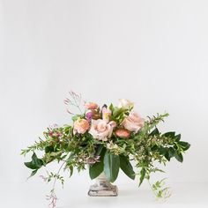 Beautiful Wedding Reception Decoration Ideas - Put the Ring on It Wedding Table Centerpieces, Flower Centerpieces, Flower Decorations, Centerpiece Ideas, Ikebana, White Flower Arrangements, Silk Arrangements, Bulb Flowers, Table Flowers