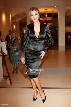 Verona Pooth Bei D… Verona Pooth at the award ceremony of the & # Felix Burda Award & # By The Felix Burda Foundation In The Hotel Adlon In Berlin On Pencil Skirt Dress, Blouse And Skirt, Satin Dresses, Sexy Dresses, Sexy Outfits, Cool Outfits, Elegantes Outfit Frau, Hobble Skirt, Suits For Women