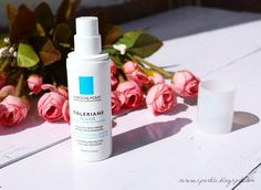 La Roche Posay Toleriane Fluide (Combination to oily skin) Review |Serene Sparkle A very light moisturizer for oily skin. It's infused with La roche posay thermal spring water which is very soothing for skin.