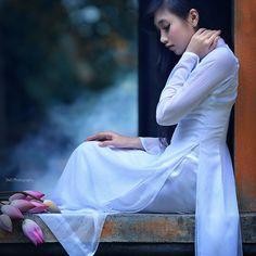 White - Ao dai Vietnam  - [Explored] by TA.D, via Flickr