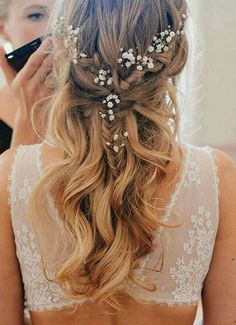 10 Pretty Braided Wedding Hairstyles: #5. Fishtail Half Up Half Down Hairstyle with Flowers #weddinghairstyles