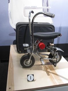 scooter exhibit at petersen automotive museum, los angeles Build A Go Kart, Small Motorcycles, Dirt Bike Racing, Motorized Bicycle, Motor Scooters, Moto Bike, Bar Stools, Minibike, Museum
