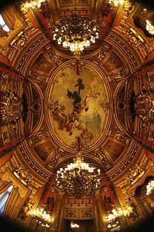 Techo de uno de los salones, del palacio de linares Madrid