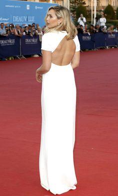 "Elizabeth Olsen se lució en un impecable vestido blanco durante la alfombra roja de la premiere del film ""Ruth and Alex"" durante el 41 Deauville American Film Festival en Deauville, Francia. ¡Luce sensacional! ¿No crees? #redcarpet #fashion #dress"