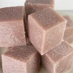 How to Make Sugar Cube Scrubs soap srcub and lotion in single use cubes Such a good idea Sugar Scrub Cubes, Diy Scrub, Diy Spa, Homemade Beauty Products, Soap Recipes, Sweet Almond Oil, Homemade Gifts, Diy Gifts, Home Made Soap