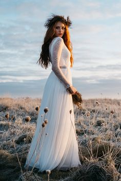 Noni bridal tops  Bohemian wedding dress Brautkleider & Bridal Tops: noni Fotografie: Sandra Hützen Styling: Maskenraum Floristik: Melanie Noormann Video: Tonwertzauber