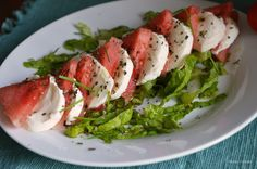 Watermellon caprese Watermelon Slices, Diet Inspiration, Peanut Oil, Caprese Salad, Lettuce, Mozzarella, Chicken, Recipes, Food
