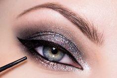 Krok za krokom: Dramatické plesové líčenie - KAMzaKRÁSOU.sk #kamzakrasou #sexi #love #make-up #dyi #diy #make-up #tutorials #eyes #eyes-tutorials #beauty #cosmetics #eyes-shadow #maskara #licenie #liner