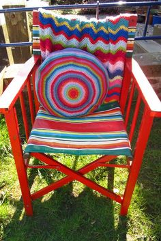 oh, how much i want to sit in this wonderful chair, with my own crocheted afghan and pillow and make more crocheted things for my kids :-)))    from http://attic24.typepad.com/weblog/