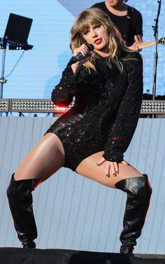 Taylor Swift sexy outfit with sheer nude pantyhose and boots Taylor Swift 2018, Taylor Swift Legs, All About Taylor Swift, Live Taylor, Taylor Swift Style, Taylor Swift Pictures, Taylor Momsen, Taylor Alison Swift, Taylor Swift Workout