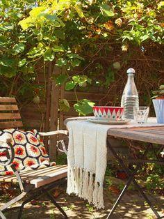 Einrichten im Grünen: Die schönsten Ideen für deinen #Garten auf SoLebIch: www.solebich.de/garten  #garten #terrasse #innenhof #gartenmöbel #pflanzen #gartendeko #green #spring #gartentischdeko