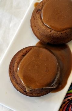 Date cake (Pudding) with Salted Caramel Sauce | sinamontales