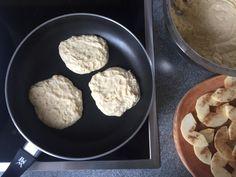 Fluffige Joghurt-Apfel Pancakes - Tasty Matter Pancake Healthy, Healthy Snacks, Banana Bread Recipes, Cake Recipes, Cocoa, Brownies, Buttermilk Cake Recipe, Best Chili Recipe, Cheesecake