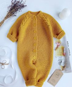 laine b& & baby knit tricot wool jaune moutarde Quality Baby Clothes - January 15 2019 at I would love to figure out how to knit one of these Baby Knitting Patterns, Knitting For Kids, Free Knitting, Winter Dress Outfits, Kids Outfits, Cute Outfits, Dress Winter, Baby Outfits, Yellow Outfits