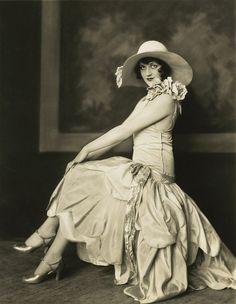 Dorothy Wegman - Ziegfeld Follies vintage everyday: Old Hollywood Fashion 20s Fashion, Hollywood Fashion, Fashion History, Vintage Fashion, Everyday Fashion, Sixties Fashion, Fasion, Spring Fashion, Womens Fashion