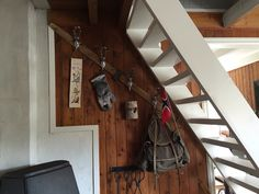 Old ski used as pegs #DIY #pegs #homemade #decorations