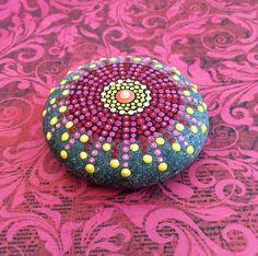 Elspeth McLean pedras mandalas coloridas 09