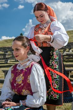 Liptovská Teplička village, Liptov region, Central Slovakia. Traditional Fashion, Traditional Dresses, Beautiful Costumes, Beautiful Outfits, Costumes Around The World, Art Populaire, Folk Costume, People Of The World, Ethnic Fashion